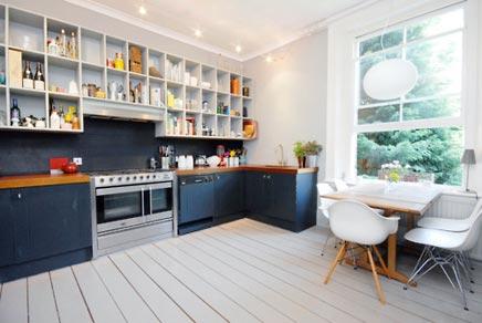 Keuken met op maat gemaakte vakjeskasten  Inrichting-huis.com