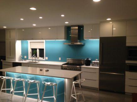 Moderne-keuken-met-Plexiglas-2-500x375