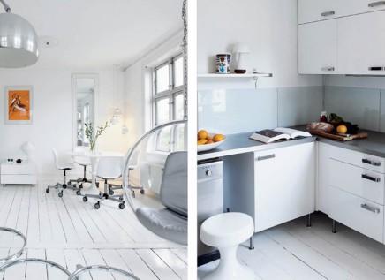 Weiß und Retro raumgestaltung in Dänemark