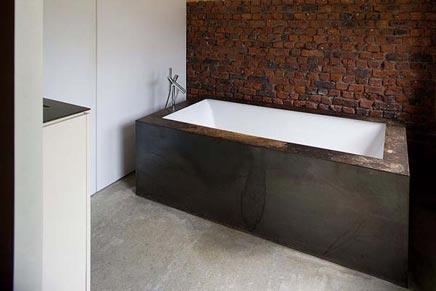 Integratie tussen oud en nieuw bij aanbouw inrichting for Simple bathroom designs without tub