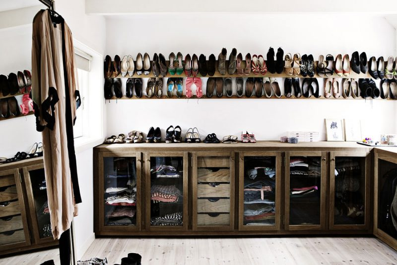 Ambachtelijke inloopkast mét schoenenwand!