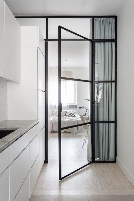 Dit appartement is ingericht als een suite van een luxe Scandinavisch hotel