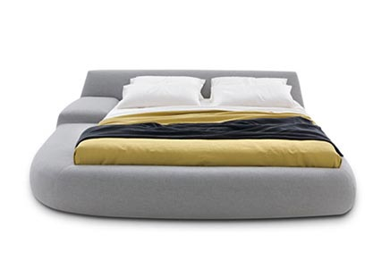 Asymmetrisch bed van Poliform