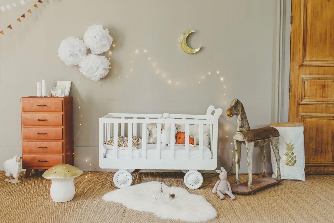 Babykamer met mooie kleuren, materialen en meubels