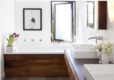 Badkamer afgewerkt met hout  Inrichting-huis.com