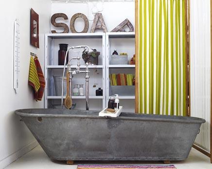 Badkamer met bad van zink