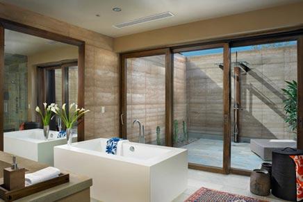 Badkamer met buitenruimte