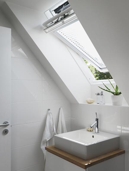 Badkamer met dakraam