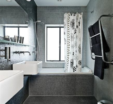 Badkamer met grijze mozaïek