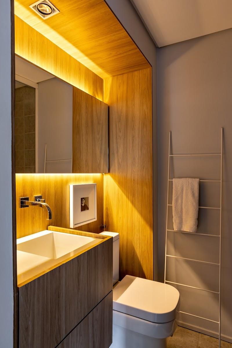 badkamer led verlichting houten wandbekleding