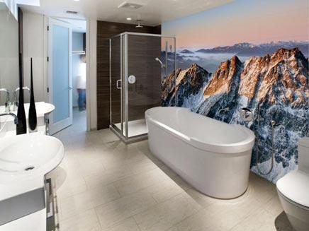 Badkamer met muursticker uitzicht | Inrichting-huis.com