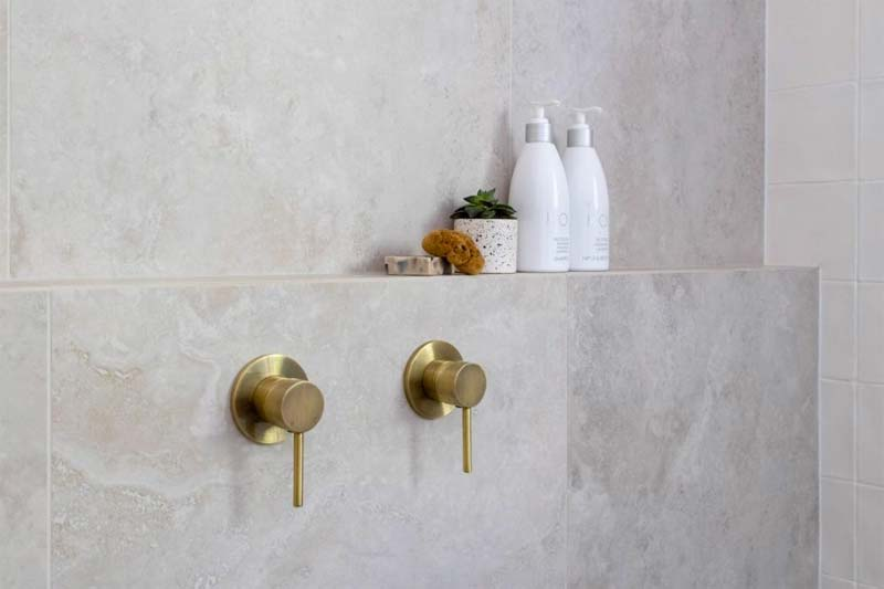 badkamer muurtje in douche