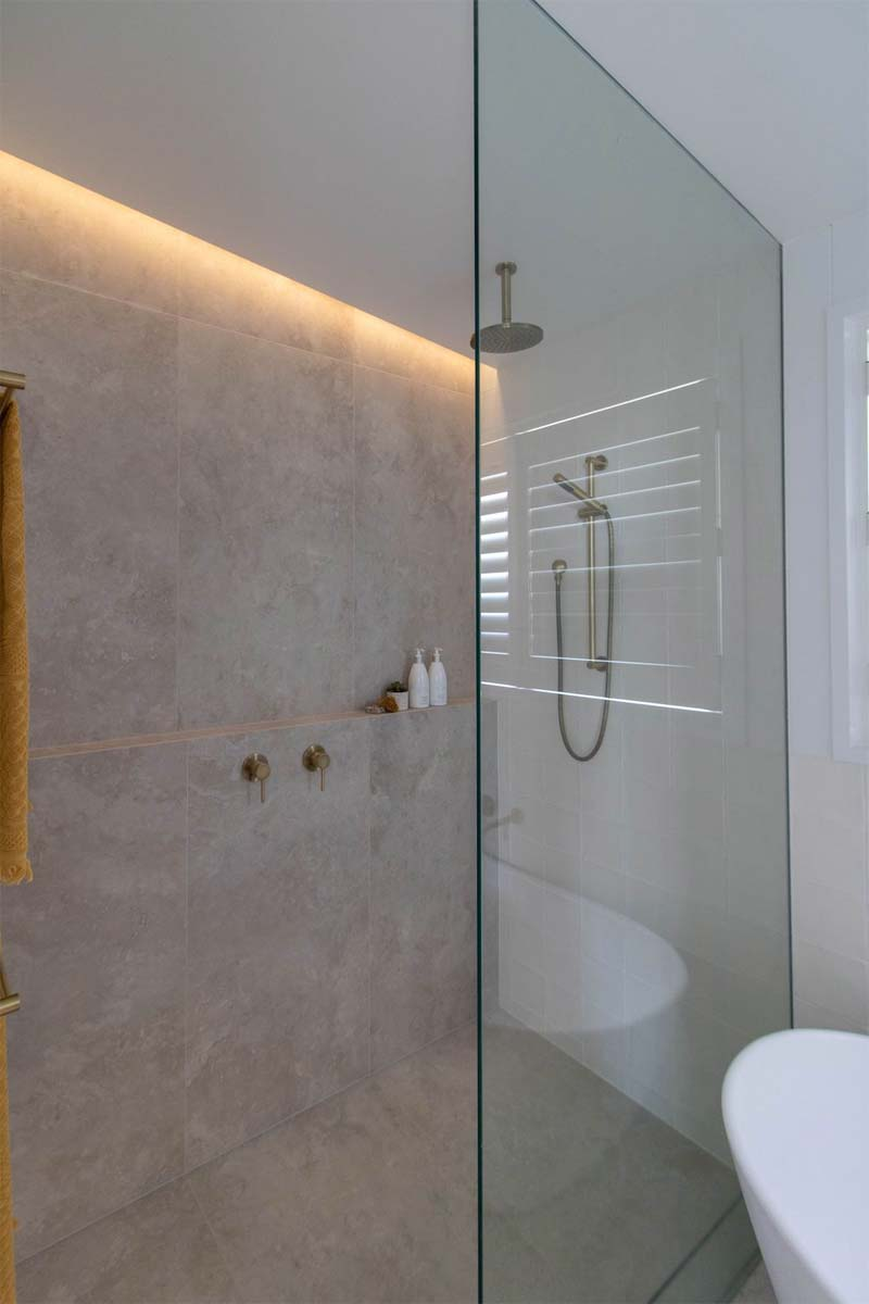 badkamer verbouwing inloopdouche led verlichting