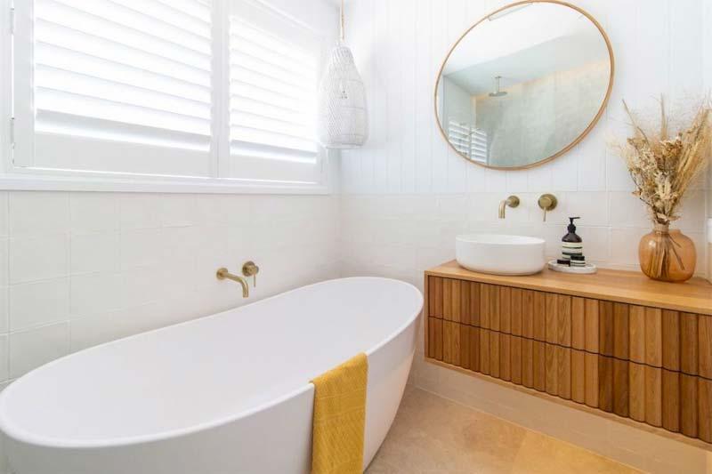 badkamerverbouwing van gedateerde badkamer naar luxe ontspanningsruimte