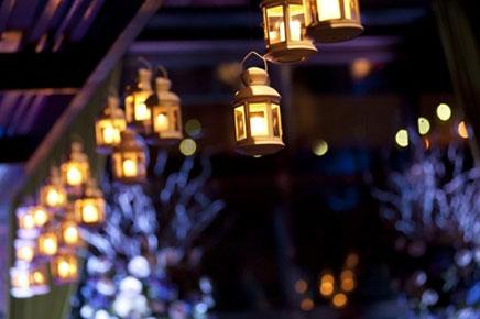 Balkon met lampionnen of lantaarns