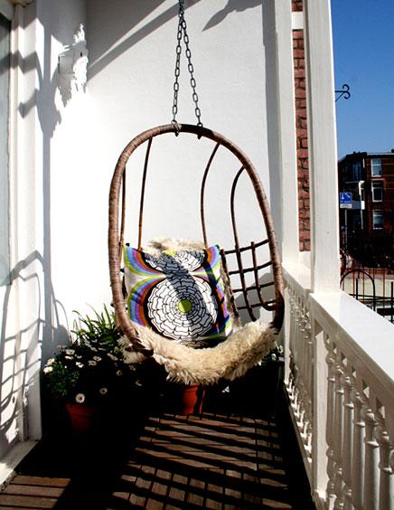 Balkon met schommelbank