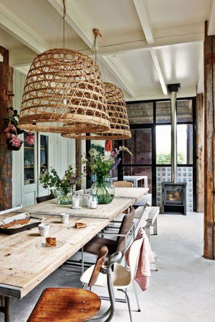 Bamboe hanglamp boven eettafel