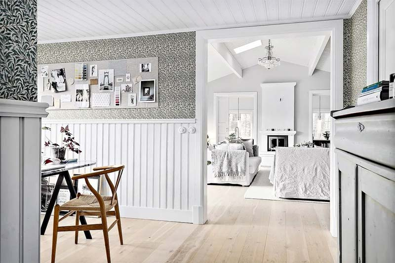 behang lambrisering woonkamer