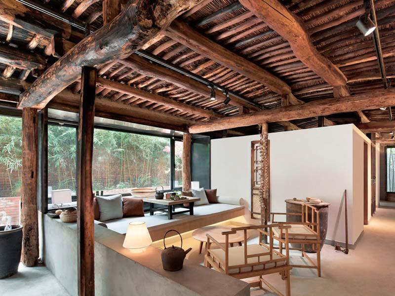 betonnen vloer houten plafond interieur