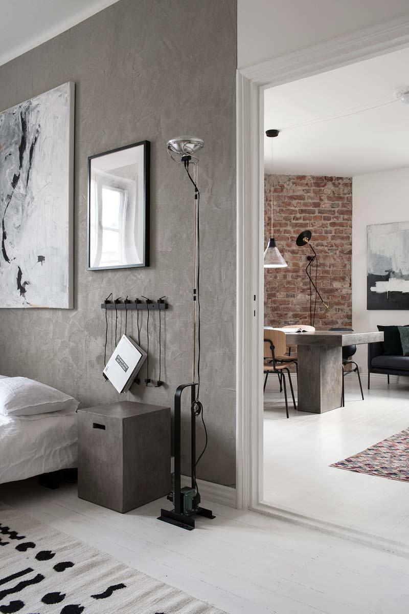 betonstuc muur witte vloer bakstenen muur