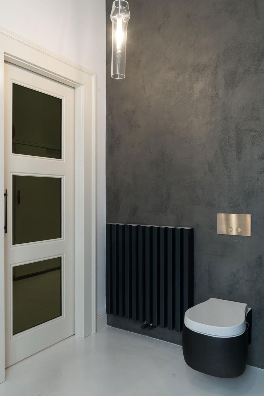 Betonstuc zwart toilet