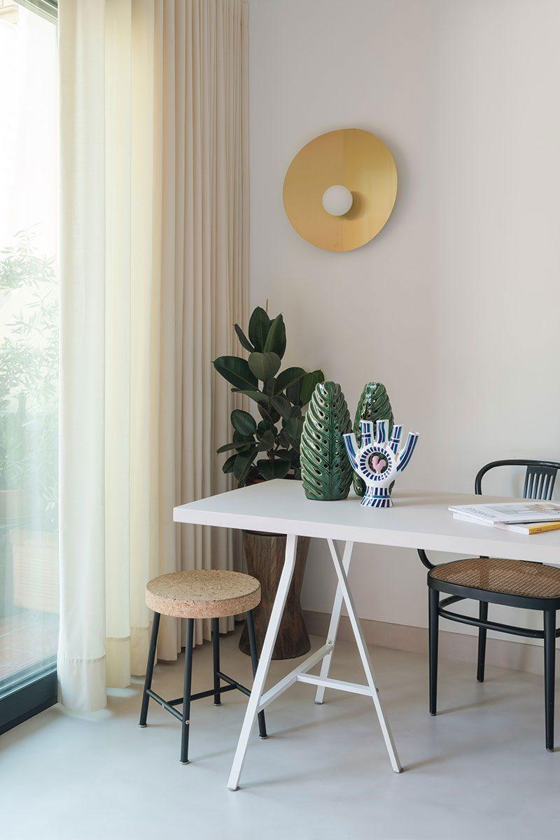 Binnenkijken in het vrolijke en mooie appartement van Spaanse architect  Andrea Serboli