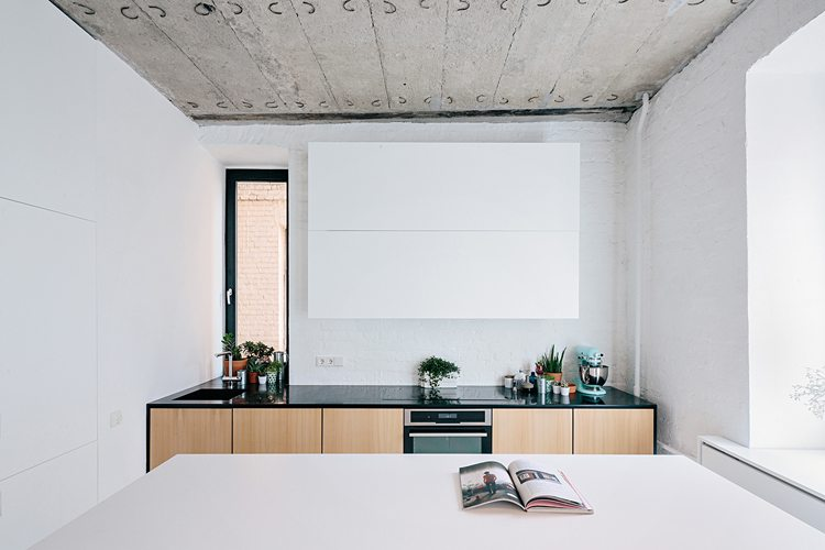 Binnenkijken in een stoer industrieel appartement uit Moskou