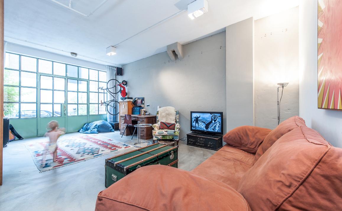 Binnenkijken In Een Voormalige Garage Uit Amsterdam Oost