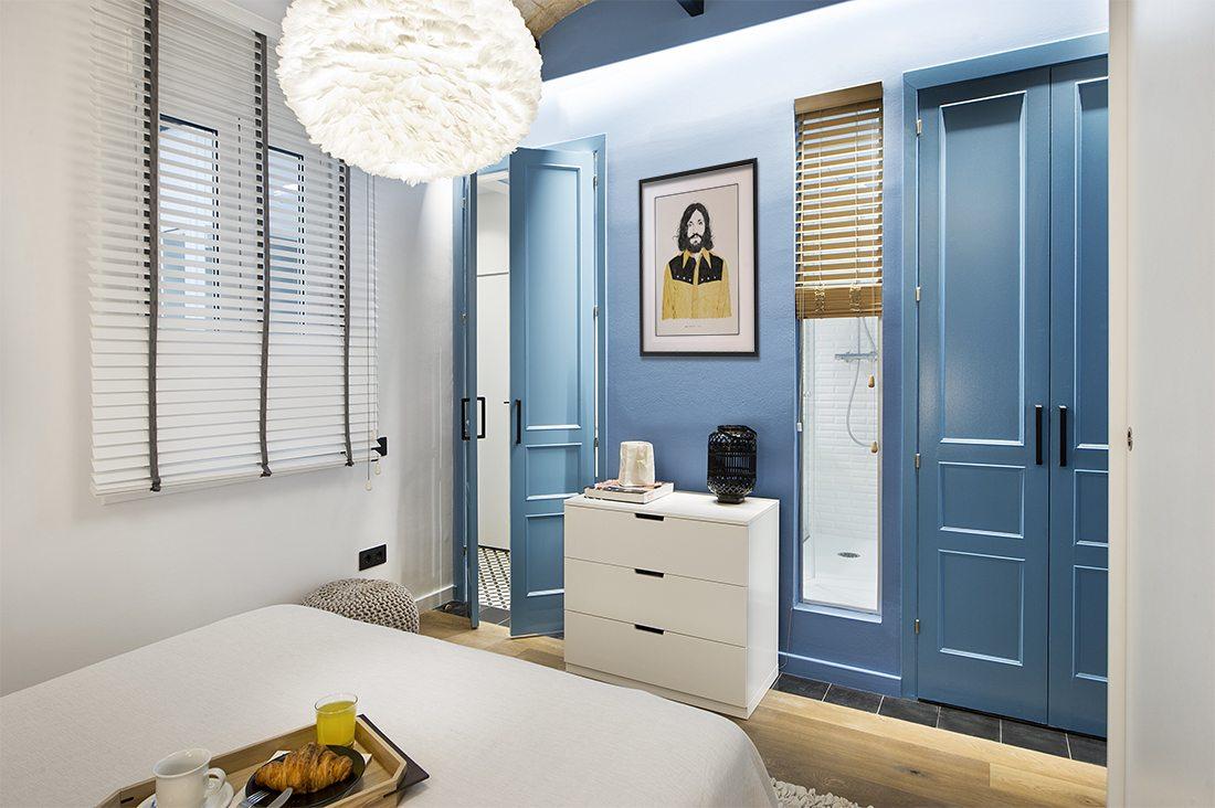 blauwe-deur-slaapkamer