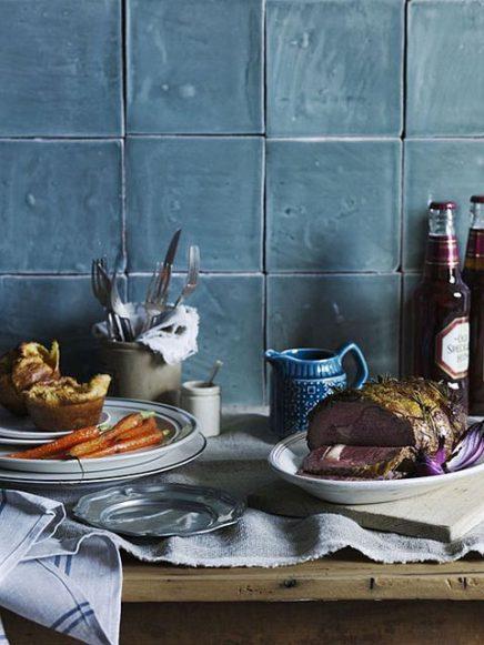 Blauwe zelliges keukenwand