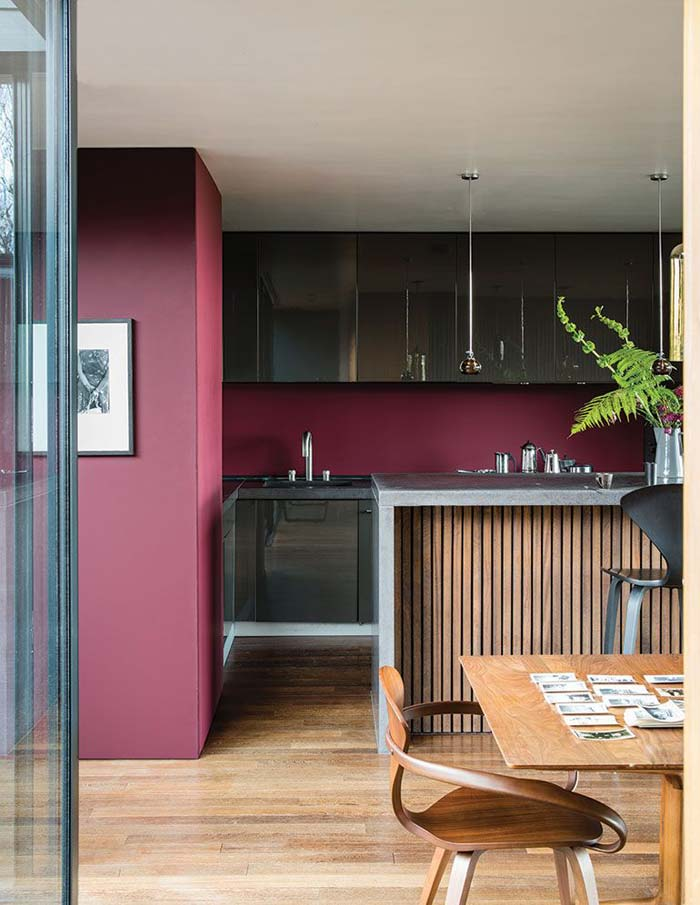 boredeaux rode muur keuken