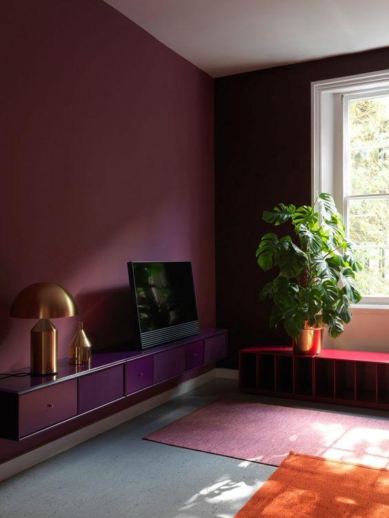 boredeaux rode muur woonkamer