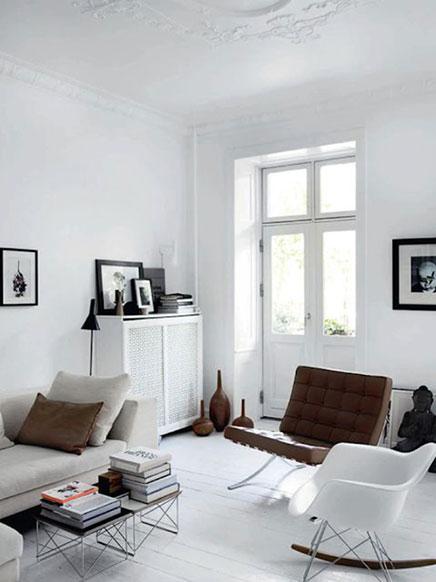 Bruine details in witte interieur inrichting - Woonkeuken american ...