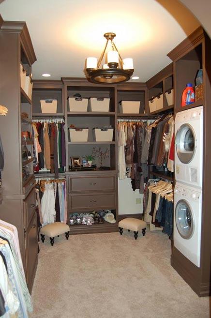Brown begehbarer Kleiderschrank