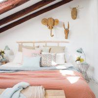 Charmante slaapkamer van een klein zolderappartement van 33m2
