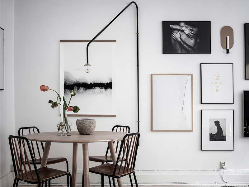 collage lijsten muur woonkamer