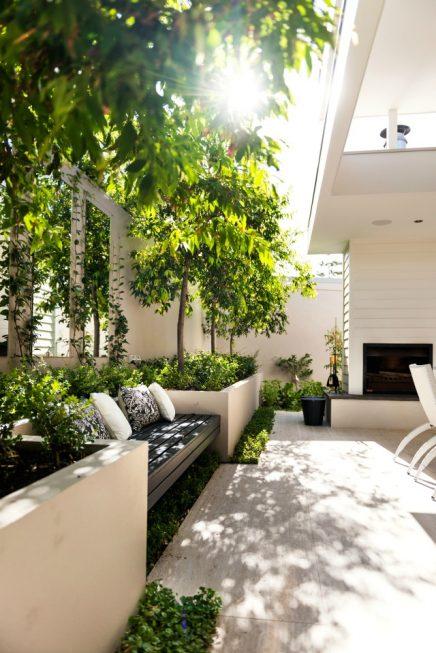 Creatief omgaan met een kleine tuin inrichting for Shady courtyard garden design