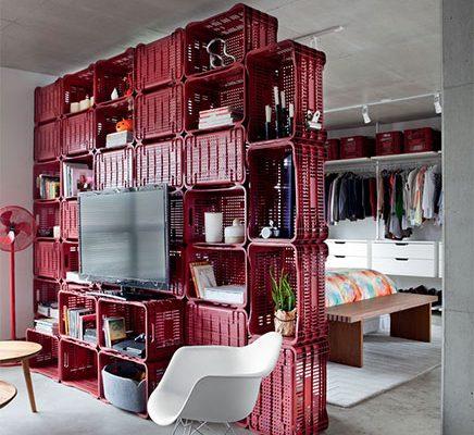 Creatieve scheidingswand tussen slaapkamer en woonkamer