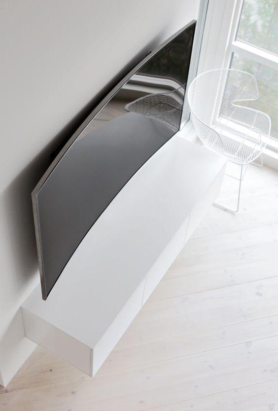 curved-tv-aan-de-muur