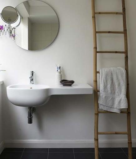 Decoratie ladder in badkamer inrichting - Decoratie industriele huis ...