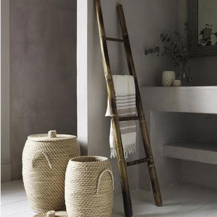 Decoratie ladder in de badkamer