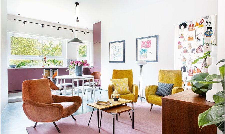 Dit kleine appartement van 60m2 is super leuk ingericht met heel veel kleur!