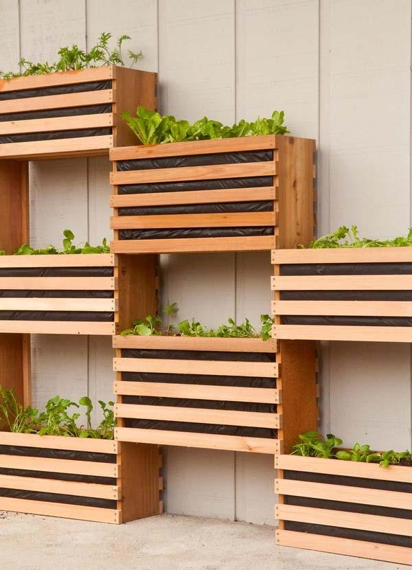 DIY modulaire plantenwand van houten kisten
