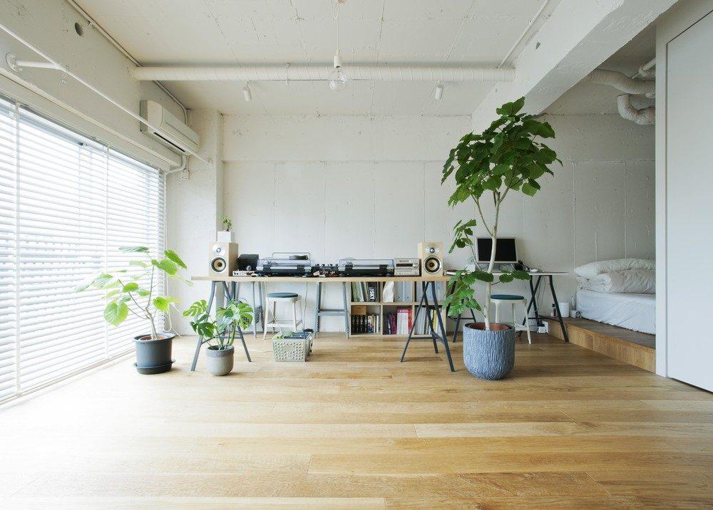 Praktische inloopkast in het kleine appartement van een dj for Praktische indeling huis
