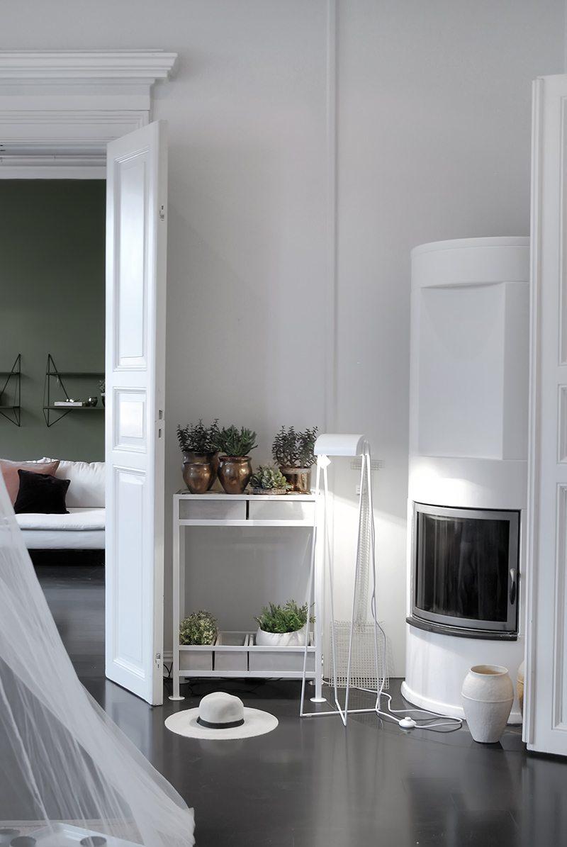 donkerbruine-houten-vloer-woonkamer
