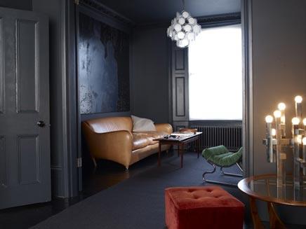 donkere woonkamer met vintage detailsdetails