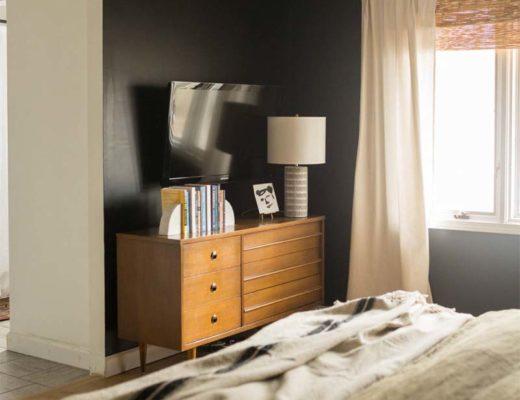 vintage dressoir in slaapkamer als TV meubel