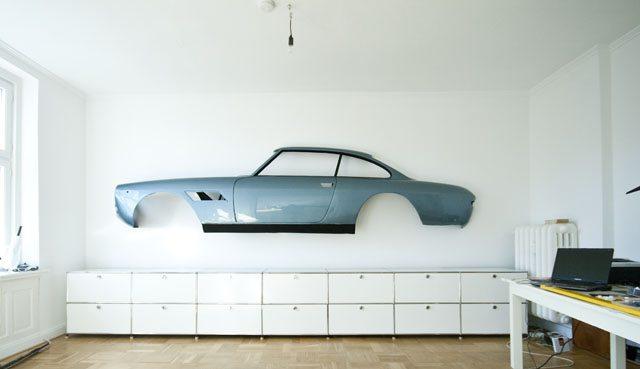 Een auto in huis
