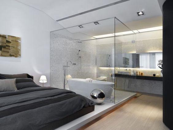 Een vrijstaand bad in de slaapkamer
