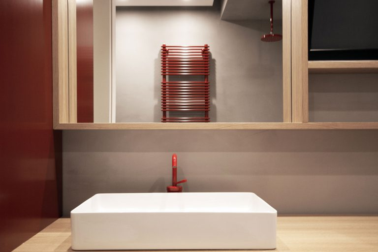 eiken-houten-badkamermeube-rode-kraanl